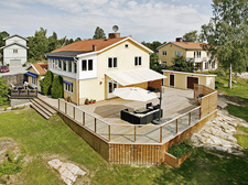 house_and_surroundings.jpg