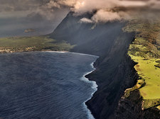 0_Molokai_has_the_world.s_tallest_sea_cliffs.jpg