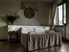 Bedroom with view on piazza Santa Croce