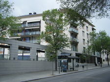 APPARTMENT.S_BUILDING_WITH_BUS_STOP_IN_FRONT.jpg